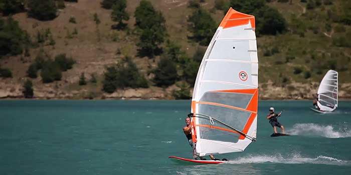 Speed Crossing sur le lac de Monteynard-Avignonet près du Camping les Portes de Trièves